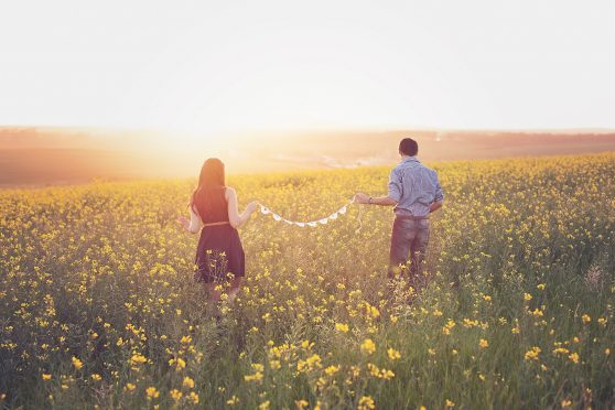 back-view-countryside-couple-302035